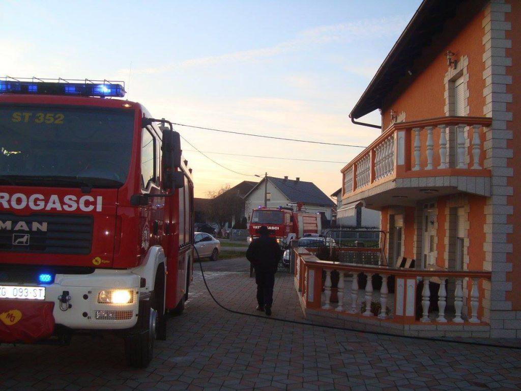 Požar krovišta - DVD Stupnik 2016.