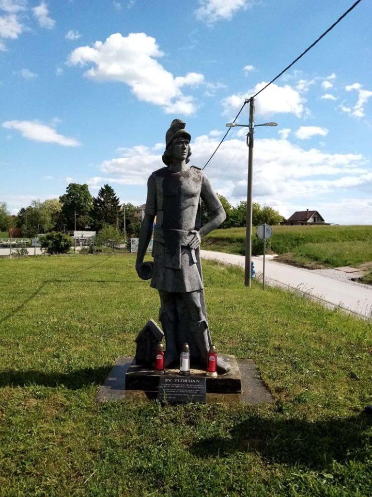 Kip Svetog Florijana ispred DVD-a Stupnik