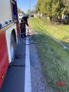 Intervencija DVD-a Stupnik: Ispiranje kolnika nakon prometne nesreće